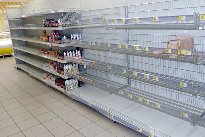 А в магазинах почти пусто