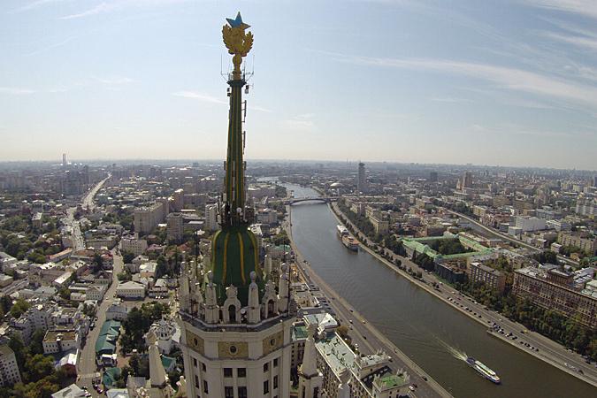 Неизвестные в ночь со вторника на среду испоганили памятник архитектуры в Москве