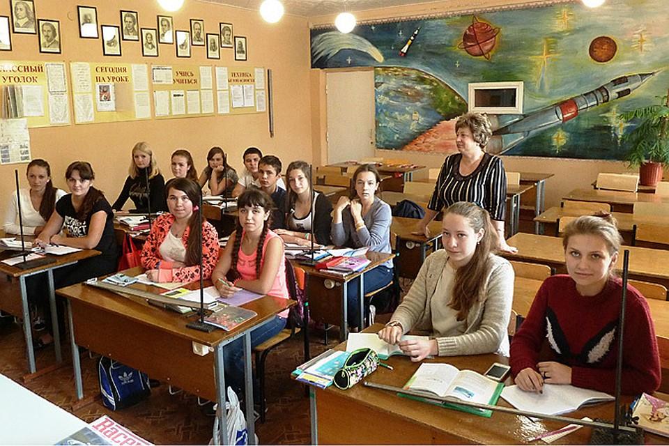 8 А класс школы № 1 на уроке физики