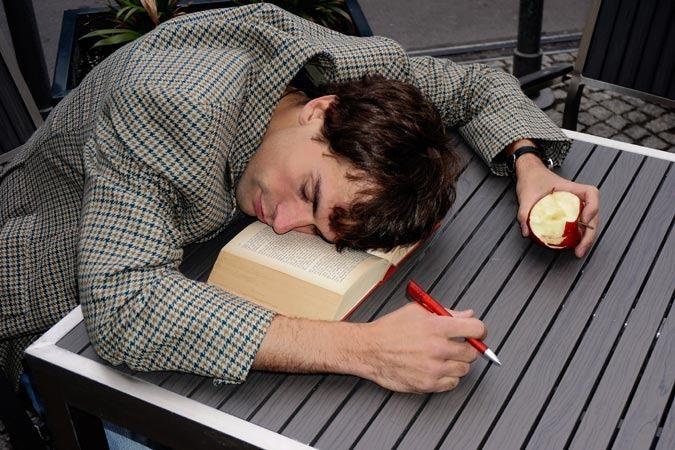 Мозг спящего человека продолжает правильно выполнять поставленную задачу даже во сне
