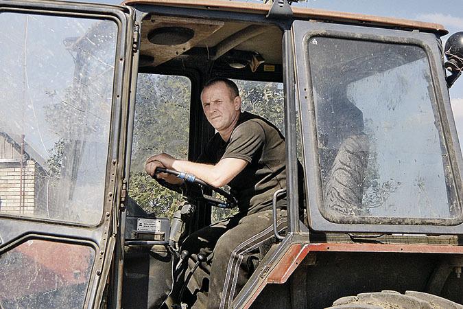 По приказу Сергей должен был бросить работу в поле и пересесть в танк, но он отказался. </br>Фото: Юлия ГАВРИЛОВА