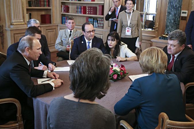 Действительно, переговоры, связанные с украинской проблематикой, на полях саммита задумывались как некое коллективное приструнение России группой «старших товарищей» из Европы, а получилось с точностью почти что наоборот