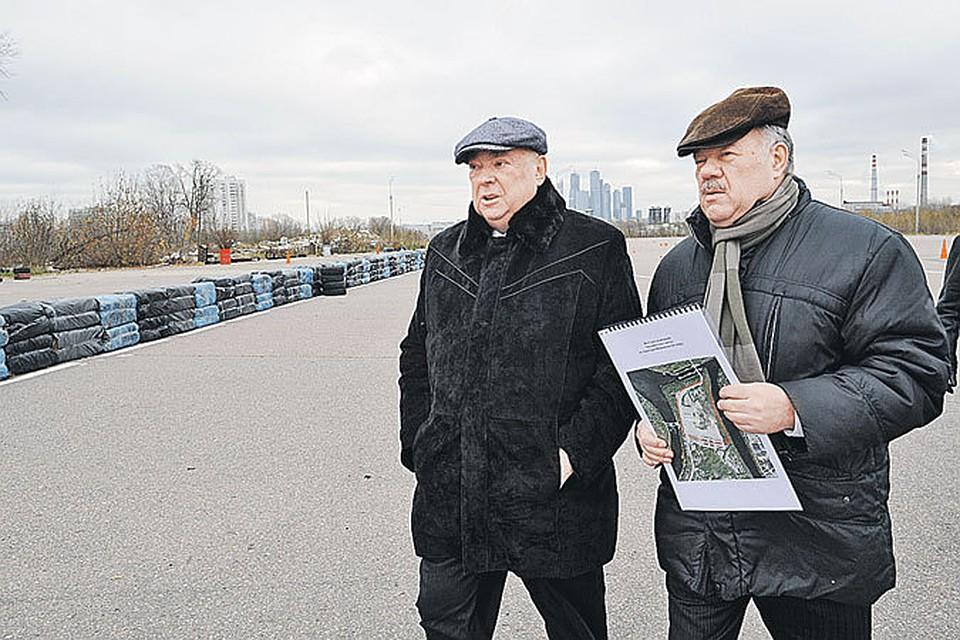 Владимир Ресин растолковал корреспонденту «КП» Александру Гамову (на снимке справа), каким будет Дом парламентариев.