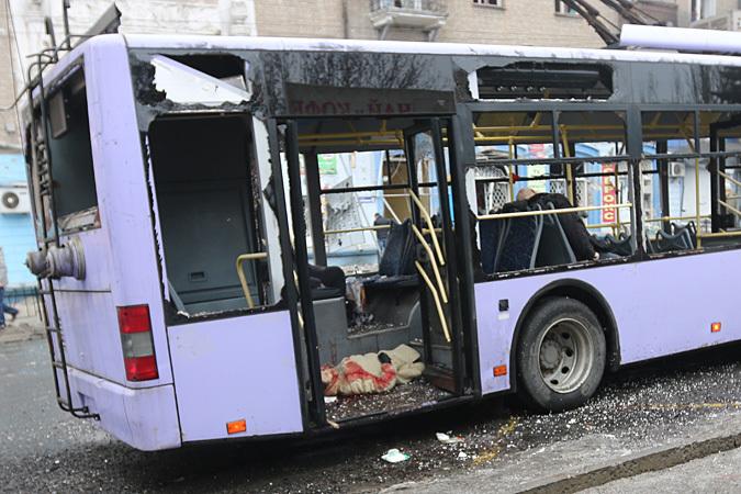 Погибшие сидят в троллейбусе, и кажется, что люди просто задремали, разморенные теплом и долгой дорогой