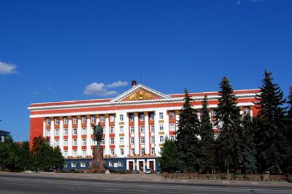 С Красной площади Курска могут убрать голубые ели