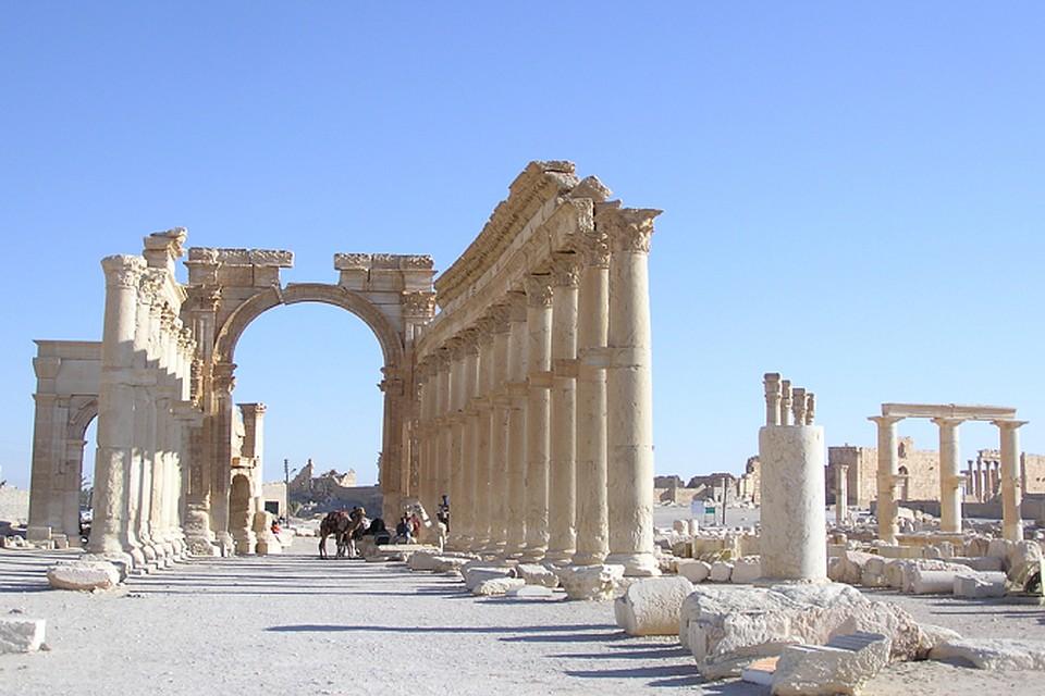 В Пальмире террористами уничтожена визитная карточка всей Сирии - древняя Триумфальная арки