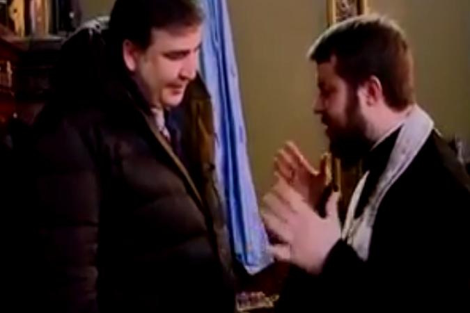 Киевский священник попросил Саакашвили «немного потерпеть» украинцев ФОТО: Кадр из видео