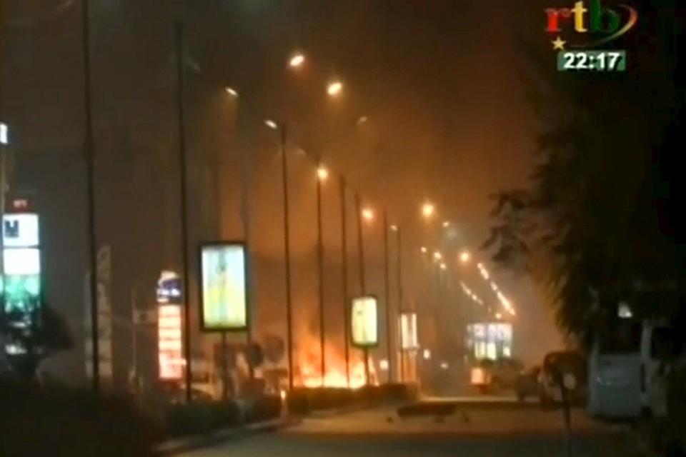 Сначала боевики атаковали ресторан, а потом захватили заложников в расположенном рядом отеле Splendid.
