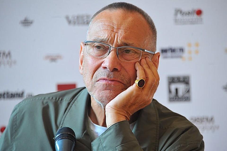 Андрею Кончаловскому пришлось  работу над масштабным мюзиклом «Преступление и наказание»