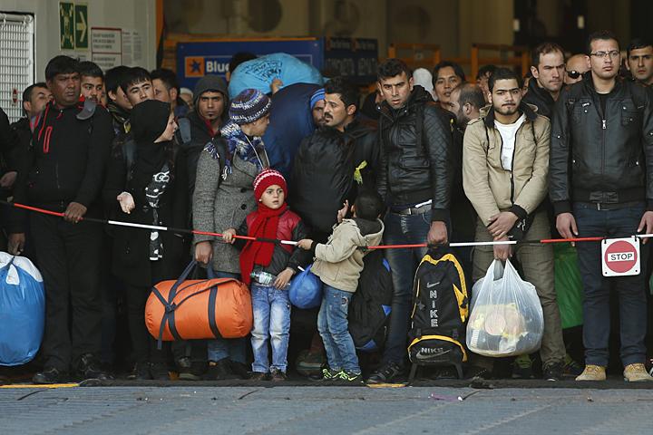 Тот, кто видел репортажи о сирийских беженцах, наводнивших Европу, наверняка обратил внимание: это в основном очень молодые люди