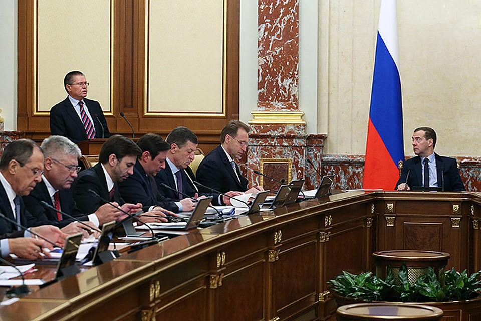 Правительство практически завершило работу над новым антикризисным планом. В четверг на заседании правительства его представил премьер Дмитрий Медведев. Фото: Екатерина Штукина/ТАСС