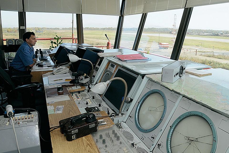Очевидно, что диспетчеры Симферопольского и Севастопольского аэропортов могут обеспечить полёты над Крымом гораздо лучше, чем украинские коллеги - хотя бы потому, что, в отличие от последних, имеют прямой доступ к метеосводкам региона. Фото ИТАР-ТАСС/ Василий Федорченко
