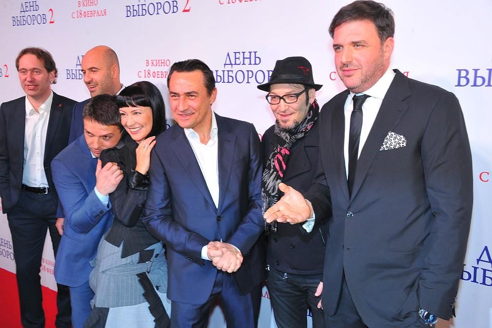 Камиль Ларин (третий справа) на премьере фильма «День выборов 2».