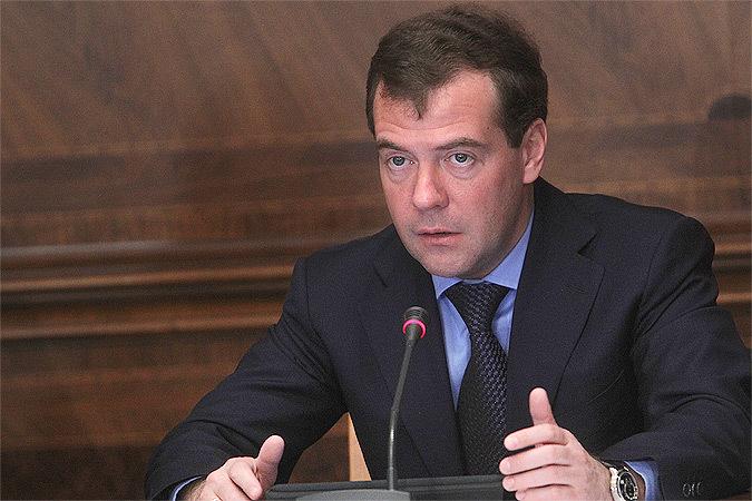 Медведев выделил молодым семьям на покупку жилья 3,5 млрд рублей