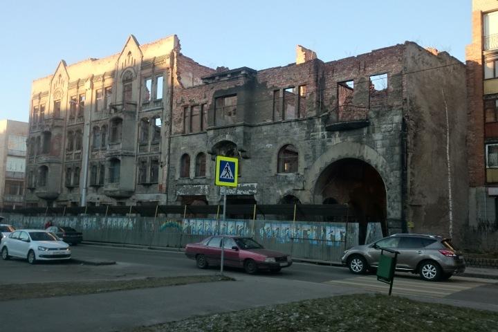 Кройц Аптеку на улице Фрунзе сдают в аренду за 1 рубль, а вот земля под здание стоит 12 миллионов.