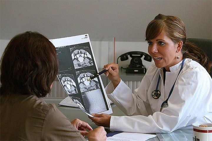 Некоторые врачи считают, что ударные дозы лекарств при проведении химиотерапии не помогают, а ухудшают ситуацию