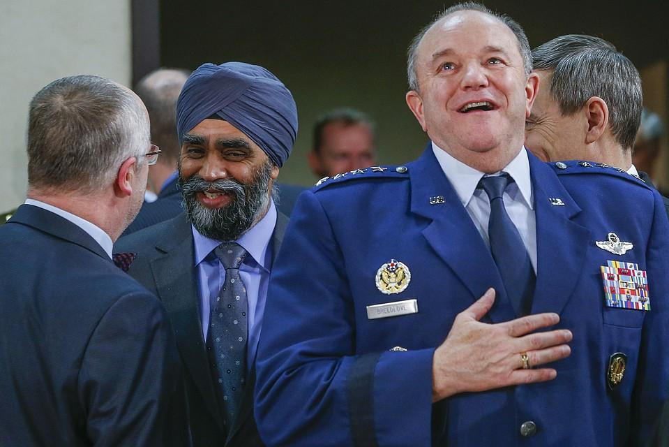 Филипп Бридлав (справа) пылко выступил на слушаниях в американском конгрессе.