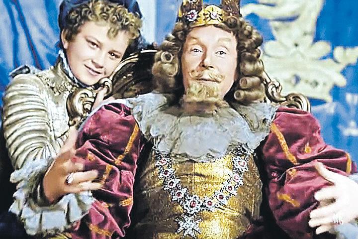 Игорь Клименков с Эрастом Гариным, исполнившим в «Золушке» роль короля.  Кадр из фильма