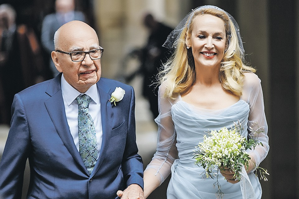 Руперт и Джерри лучились  от радости, когда вышли из лондонской церкви. Совет да любовь!