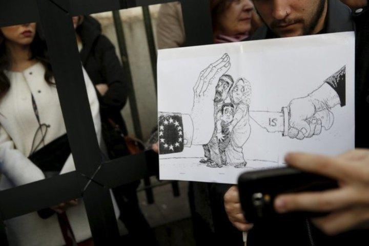 Тысячи испанцев в Мадриде, Барселоне, Валенсии, Сарагосе,  Сантьего-де-Компостеле и еще примерно в 50 испанских городах приняли участие в многочисленных акциях протеста против «миграционного» соглашения ЕС и Турции
