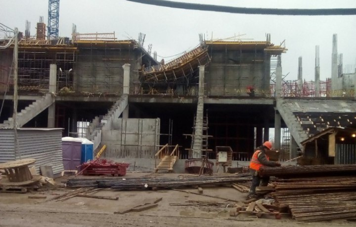 """Это уже второе обрушение за время строительства будущей арены. Фото из группы в ВК """"Жесть Волгограда""""."""