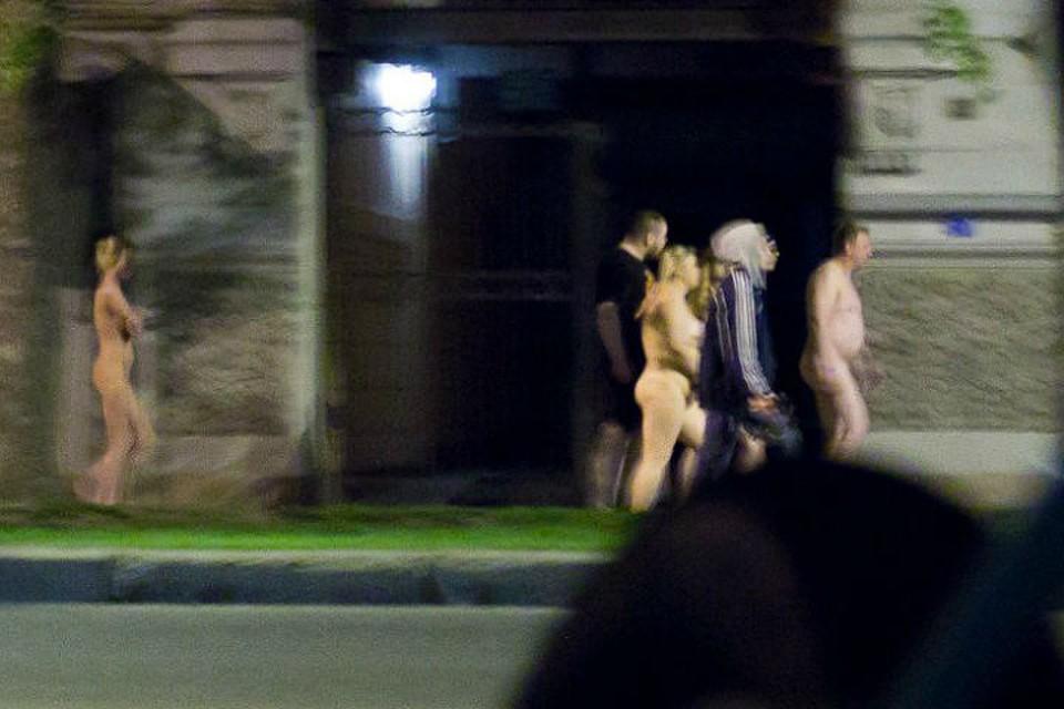Свидетели засняли марш голых проституток вПетербурге