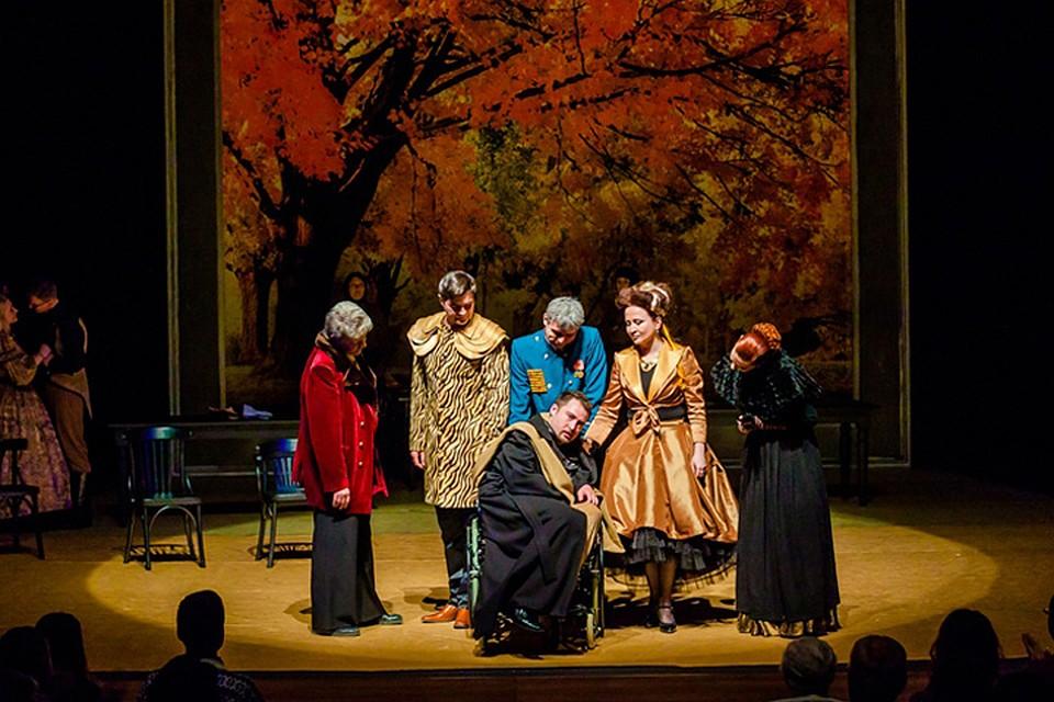 Театральные коллективы показали на фестивале 14 спектаклей
