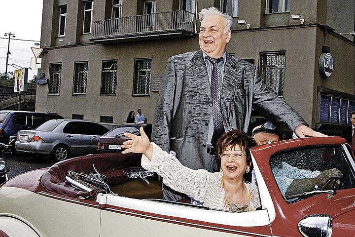Михаил Державин с женой, певицей Роксаной Бабаян. Вместе они уже 36 лет. Фото: Александр САВЕРКИН/ТАСС