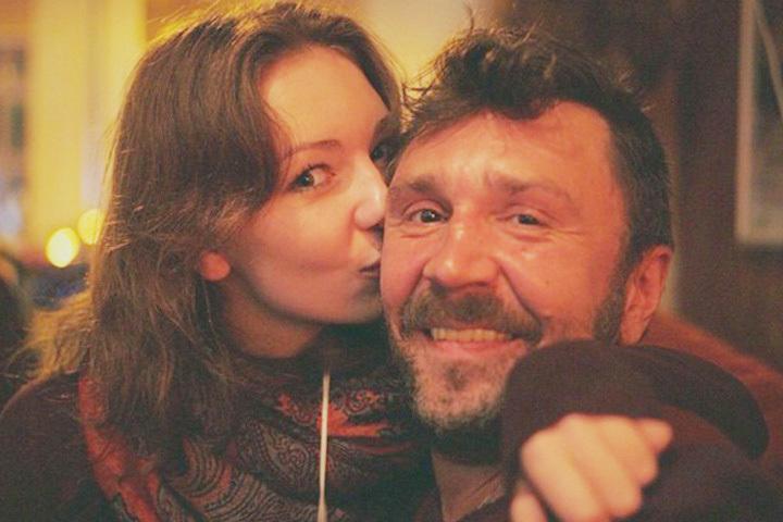 Сергей Шнуров с дочерью Серафимой. Сима уже замужем - за барменом Фото: www.instagram.com/sshnurova/