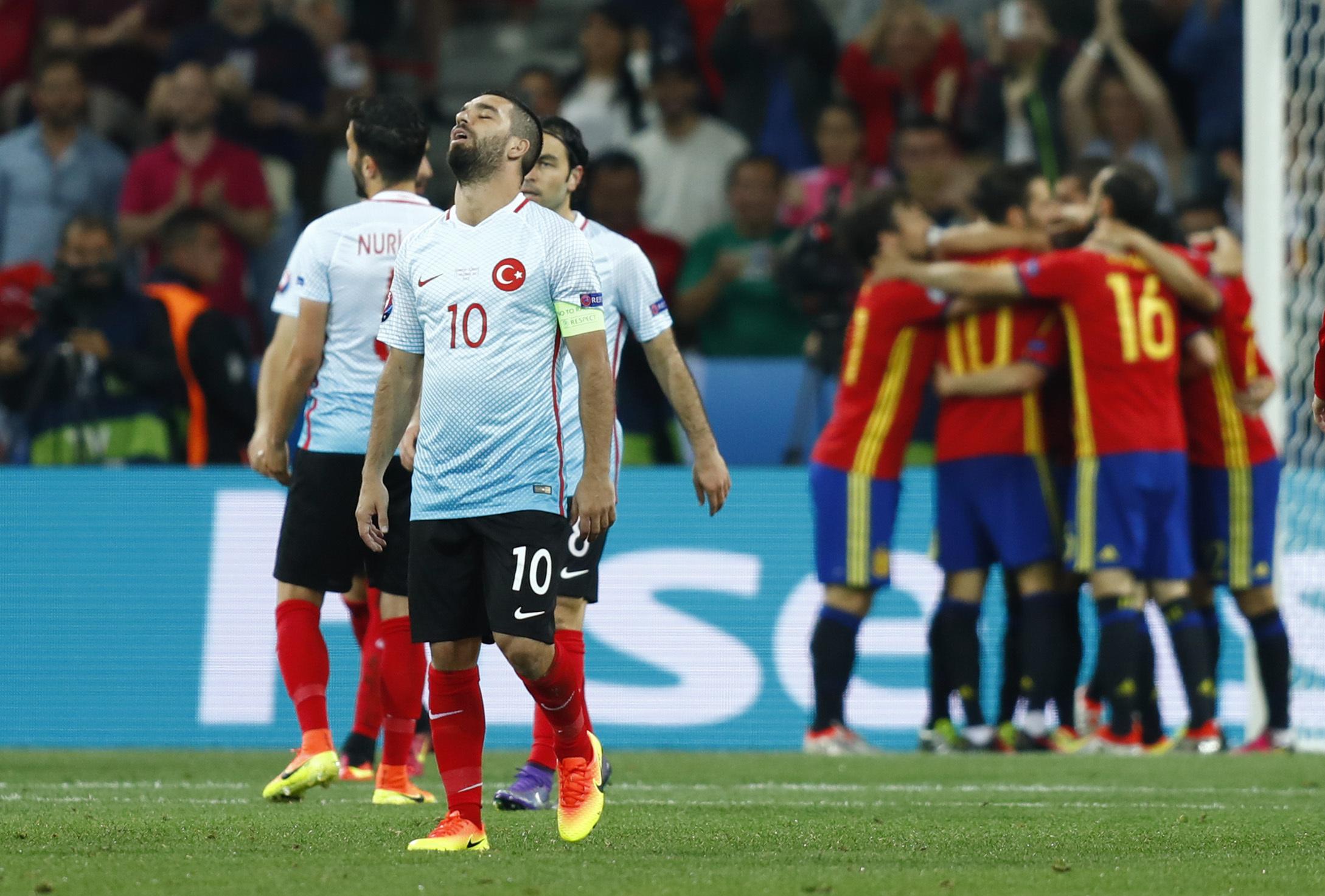 Испания выиграла у Турции со счетом 3:0.