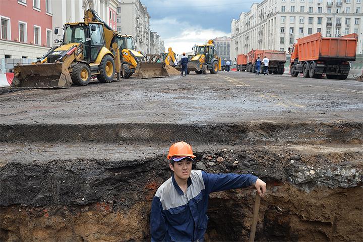 Продолжается масштабная реконструкция улиц в центре Москвы.