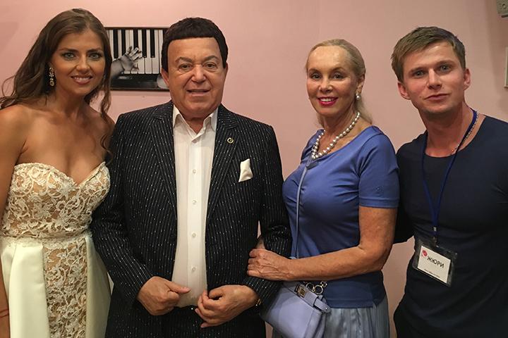 Евгения Лапова является победительницей конкурса «Краса России – 2009» и теперь состоит в его организационном комитете. Она и пригласила своего коллегу по съемочной площадке помочь рассудить, кто из девушек в этом году будет носить звание «Мисс Москва»