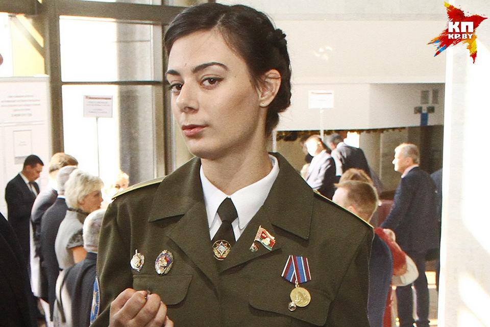 Эффектная девушка в форме Ольга Мельченко.