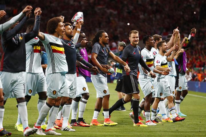 Бельгийцы празднуют выход в четвертьфинал