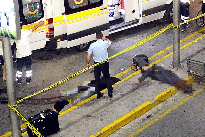 Взрывы в аэропорту Стамбула унесли жизни десятков людей