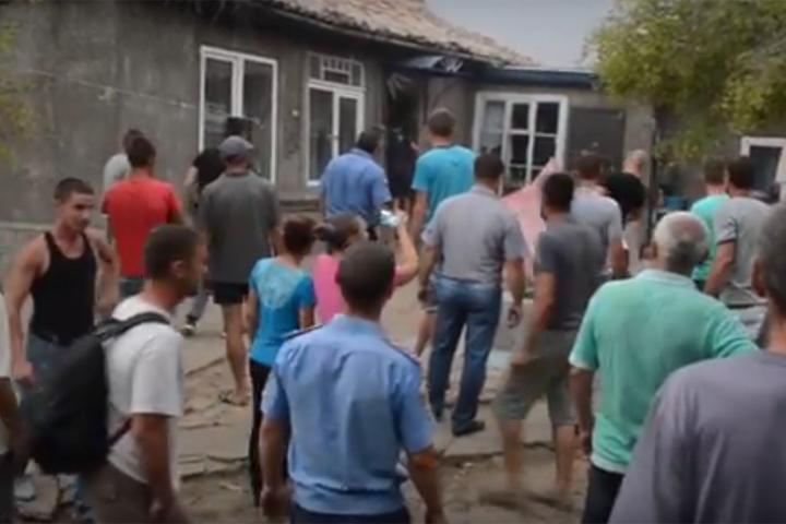 Саакашвили разделяет возмущение граждан Лощиновки, громивших дома цыган