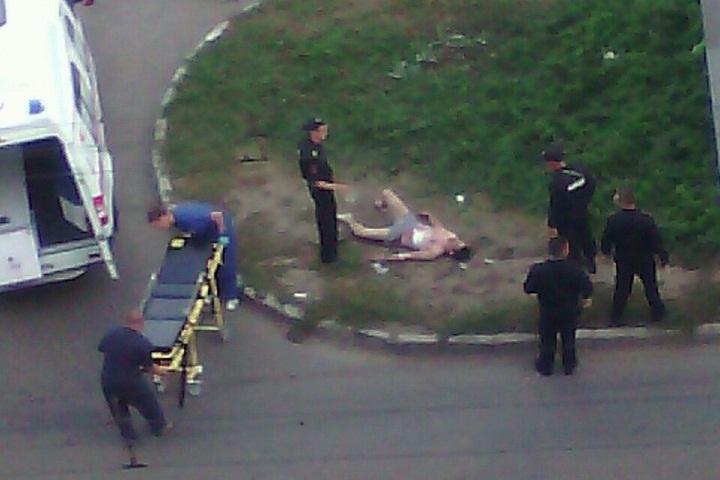 СК: раненный наулице Ворошилова вИжевске полицейский находится встабильном состоянии