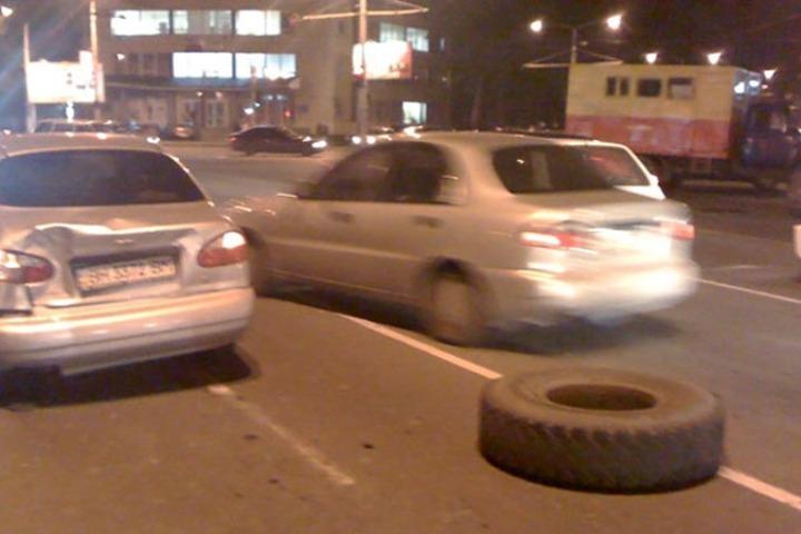 ВМинском районе належавшего надороге мужчину наехал автомобиль