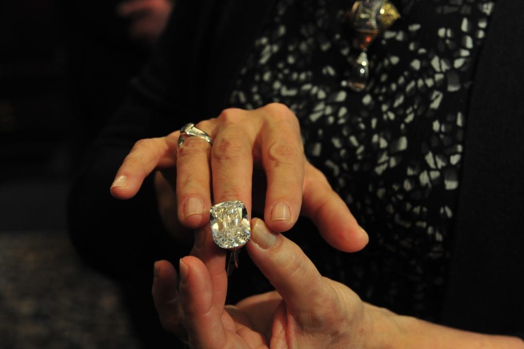 70-летняя жительница Прикамья пробовала подкупить полицейского кольцом сбриллиантом. вердикт