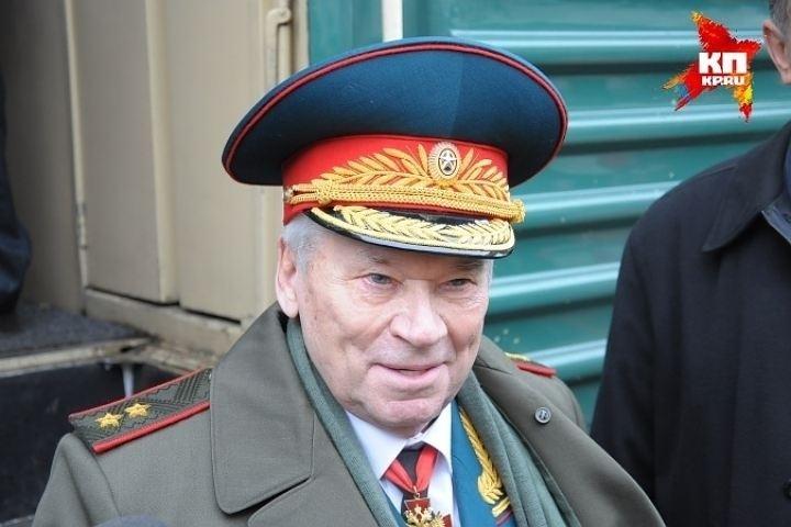 Путин поручил отпраздновать 100-летие Калашникова на национальном уровне