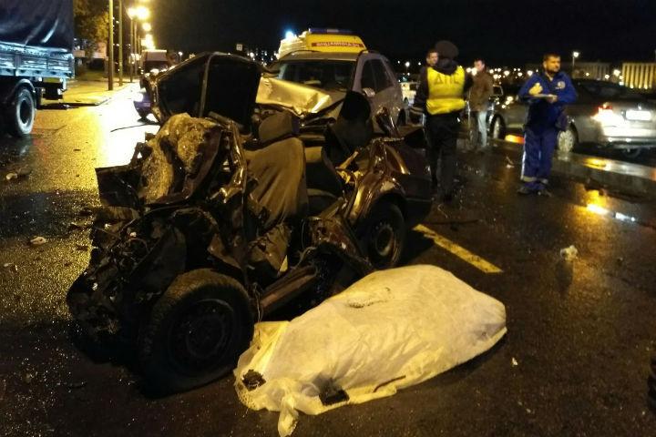 ВПетербурге случилось смертельное ДТП сучастием Mercedes иВАЗ