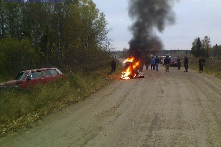 ВТомской области врезультате происшествия надороге сгорел мотоцикл