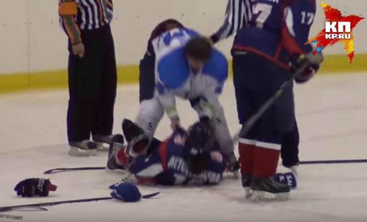 Массовая драка произошла вЖенской хоккейной лиге