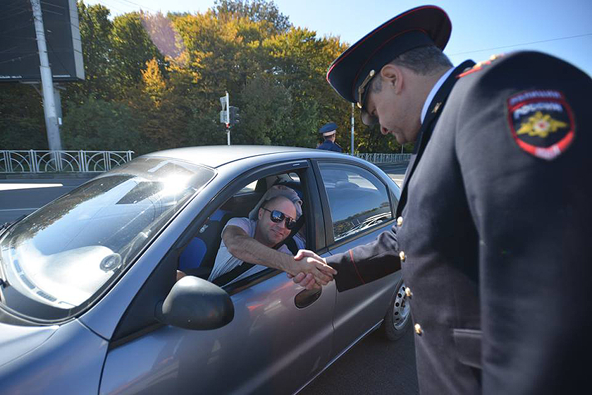 Многие опасаются, что при угрозе лишиться прав, водители будут пытаться договориться с инспекторами без составления протокола. А гаишники будут их к этому подталкивать.