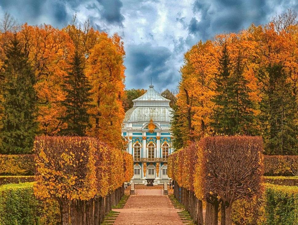 Чарующая атмосфера осени и роскошные особняки станут доступны каждому. Фото: Екатерина Мохначева