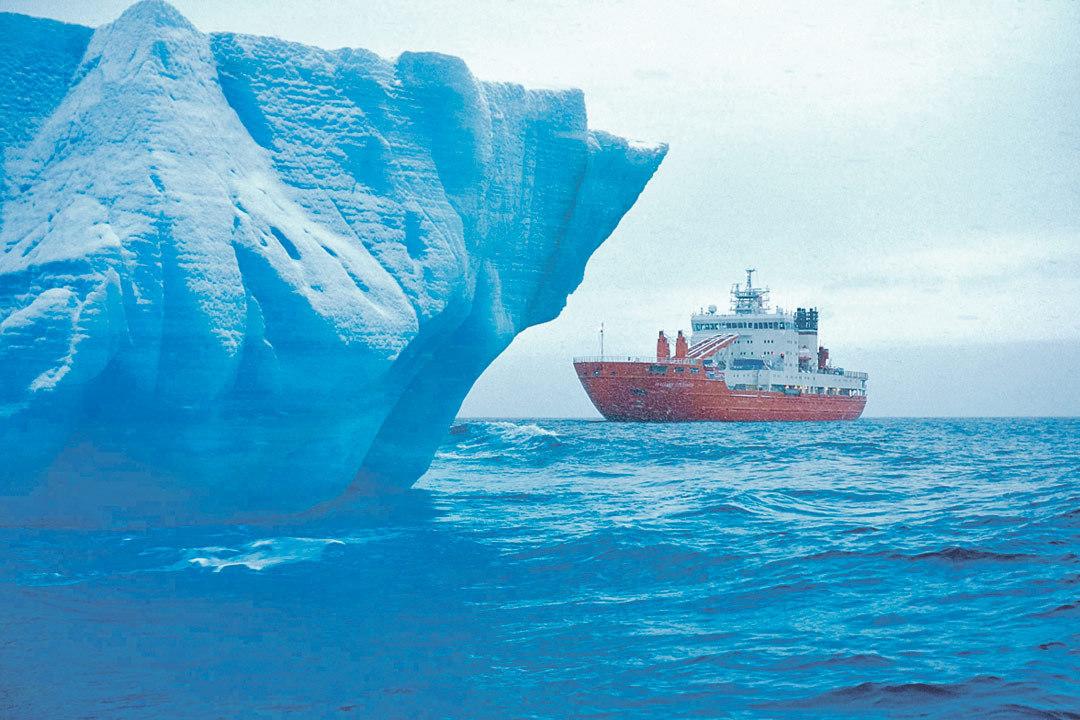 Во время экспедиции было проведено 18 экспериментов с айсбергами разных форм и размеров.