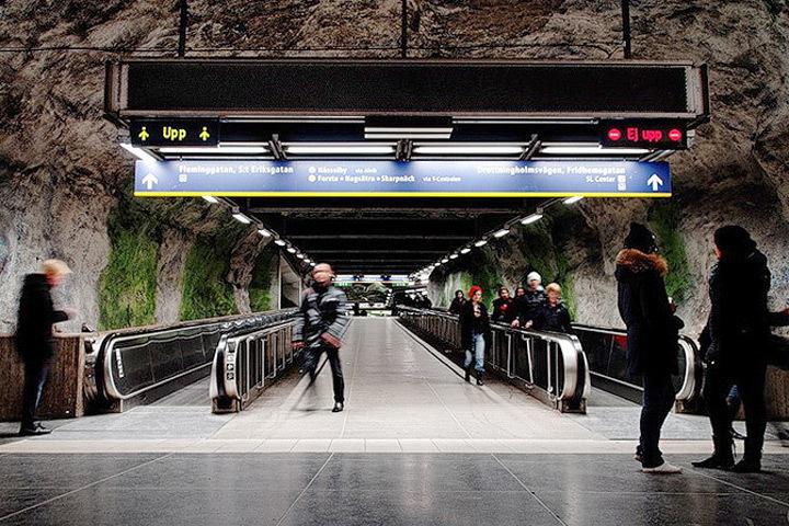 Пассажиры станции метро в центральной части шведской столицы были эвакуированы после возникшего там пожара. Фото: с сайта imhomir.com
