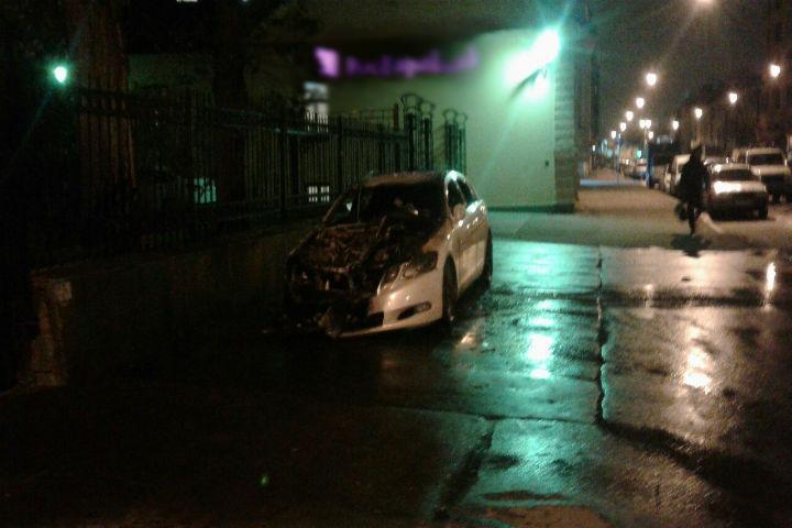"""Салон и моторный отсек выгорели полностью Фото: """"ДТП и ЧП"""" ВКонтакте"""