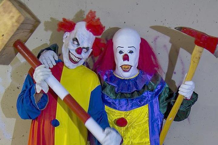 На улицах Швеции появились клоуны с оружием, ножами и бейсбольными битами. Фото: с сайта pikabu.ru