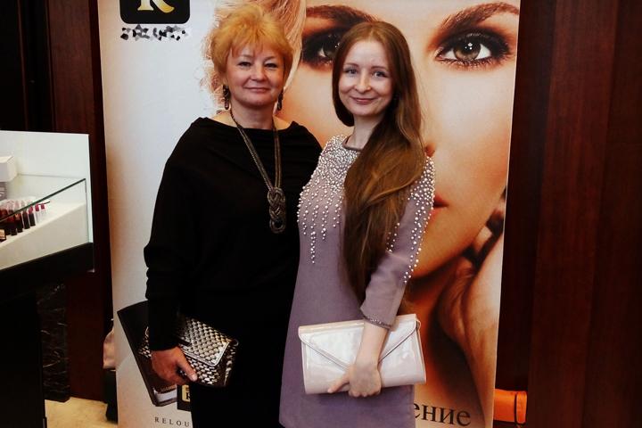 Надя Антонова написала письмо своей маме.